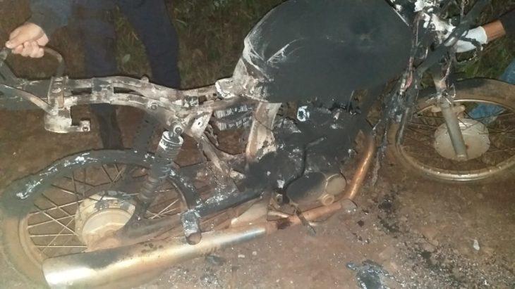 Tragedia en El Soberbio: dos jóvenes murieron al llevarse por delante un cable de alta tensión