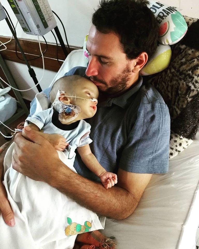 """#MesDeLaMujer: """"Los doctores nos dieron todos los malos pronósticos que podrían haber, pero mi bebé pelea por su vida desde el primer día"""""""