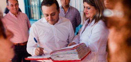 El Gobernador y el intendente de Posadas visitaron una escuela del barrio El Porvenir