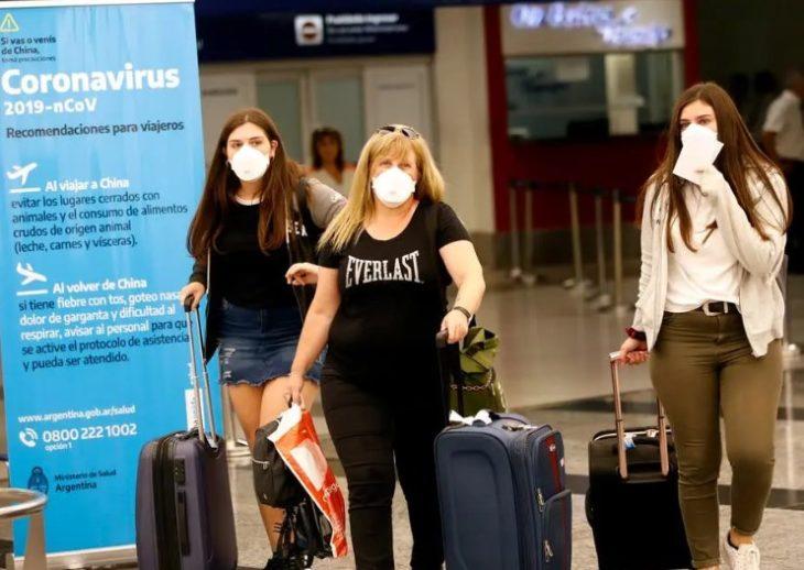 Los trabajadores que regresen de zonas afectadas por el coronavirus podrán acceder a una licencia laboral excepcional