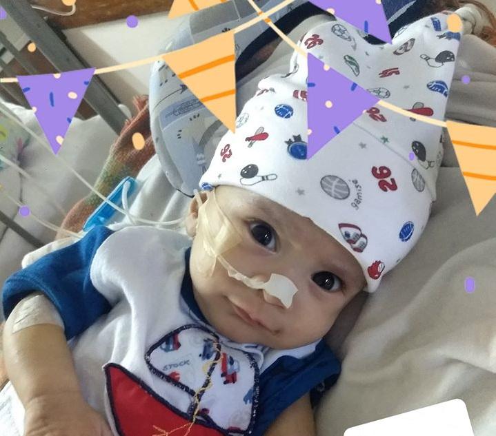 Pedirán a la justicia que oblige a la obra social a encontrar otro hospital para internar a Máximo, el bebé con una extraña enfermedad
