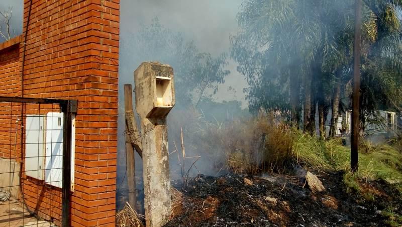 Posadas: se incendió un malezal lindante a un galpón