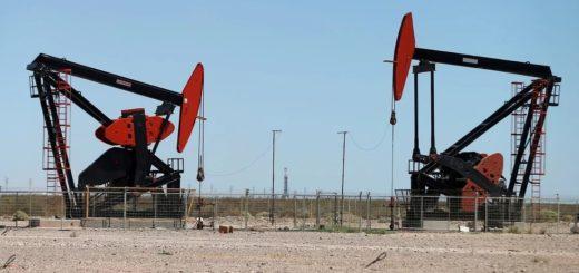 Caída histórica del petróleo: temor a una guerra de precios y al coronavirus desploma un 30% su cotización