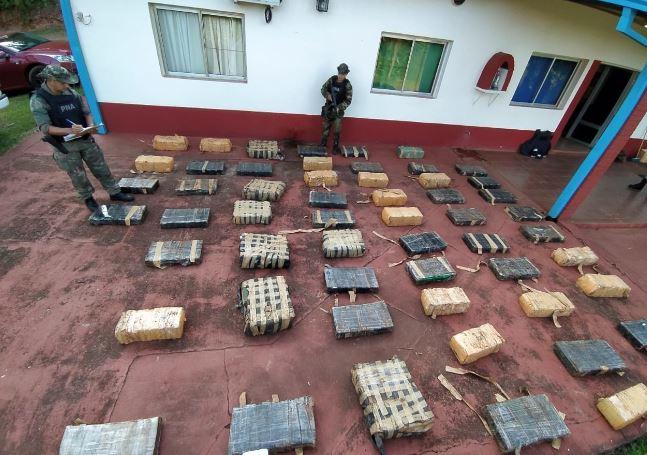 Prefectura incautó un cargamento de casi una tonelada de marihuana en Montecarlo