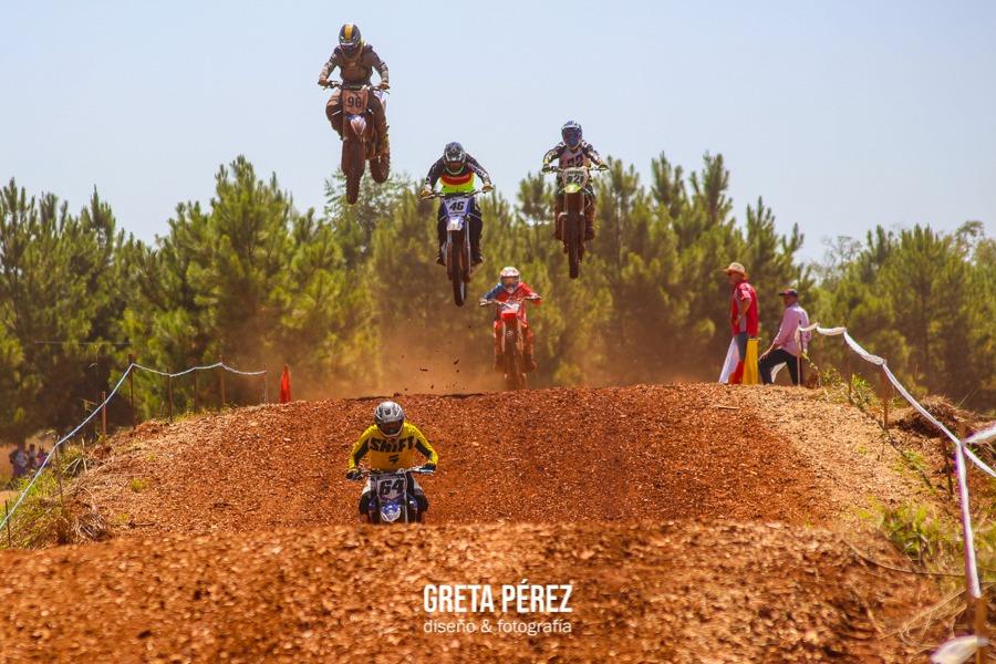 Gran inicio del Motocross del Nordeste en Azara