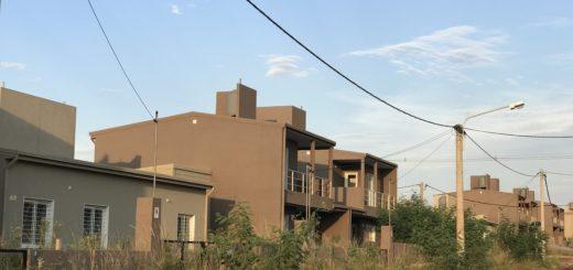 Vecinos de Itaembé Guazú solicitan desmalezamiento de viviendas del Procrear que todavía no fueron entregadas