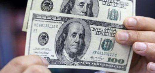 En casas de cambio de Posadas se siente el efecto del Corona Crash y el dólar turista supera los $83