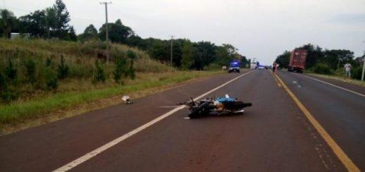 Motociclista falleció al impactar con un camión