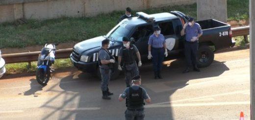 La Policía de Misiones recorre distintos puntos de la provincia instando a la población a permanecer en sus casas por la pandemia