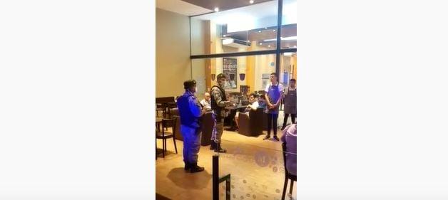 Emergencia sanitaria: «Colaboren con nosotros», les pidió un policía a los clientes de una cafetería de Posadas