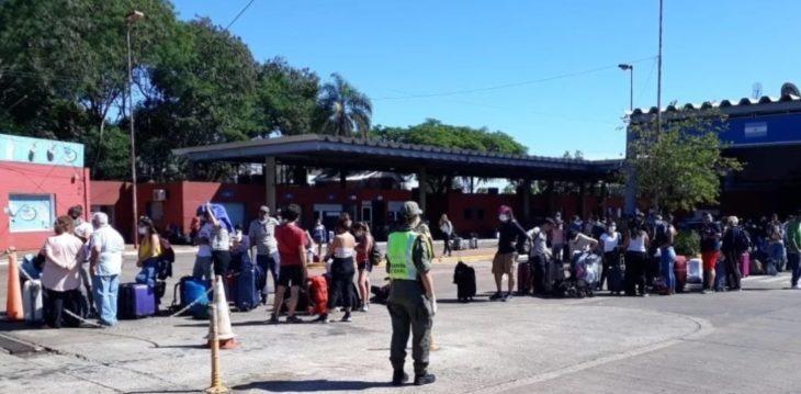 Casi mil personas que regresaron a la Argentina vía Brasil y entraron por Puerto Iguazú, ya viajan desde Misiones a Buenos Aires, Córdoba, Chaco y Corrientes