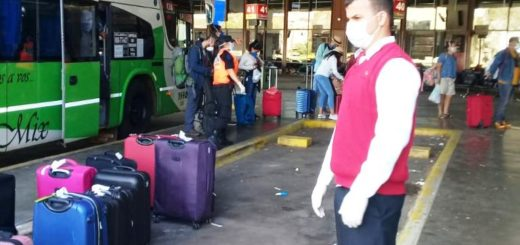 Empresa misionera evacuó turistas varados en Iguazú y ahora trasladará a los que llegan a Ezeiza