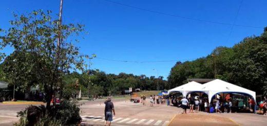 Coronavirus: los argentinos que vuelven al país por Puerto Iguazú se manifiestan e insultan porque no tienen micros para viajar a Buenos Aires