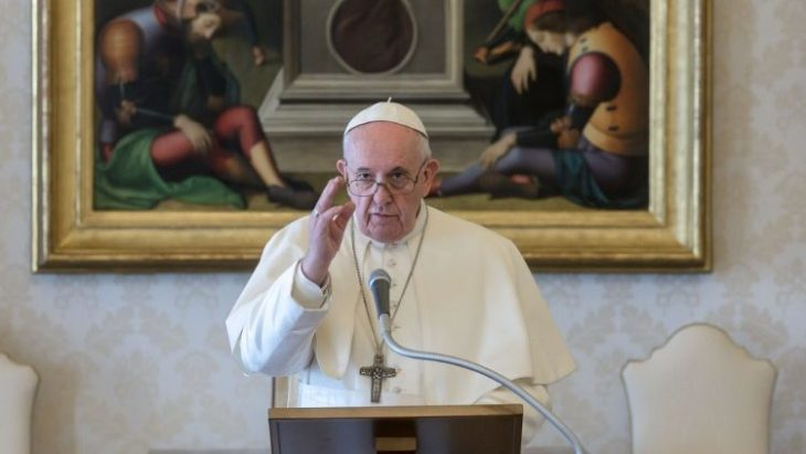 Papa Francisco imparte bendición Urbi et orbi con el Santísimo Sacramento
