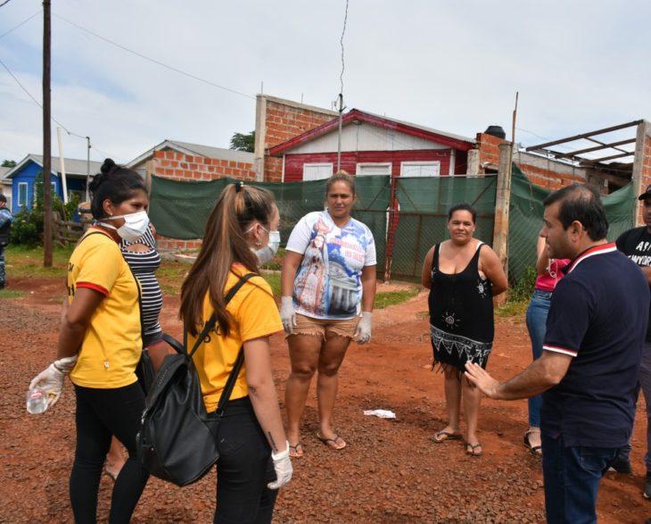 El Gobernador de Misiones Oscar Herrera Ahuad acompañó un operativo de refuerzo alimentario en barrios de Posadas