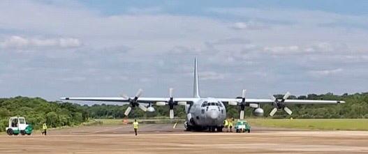 Iguazú: partió un avión de las Fuerza Aérea Argentina con turistas hacia Buenos Aires