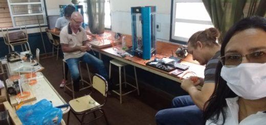 Coronavirus: una escuela de Puerto Piray fabrica barbijos solidarios en medio de la pandemia