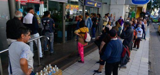 Coronavirus: los bancos abrirán este miércoles en Argentina para pagar jubilaciones y AUH