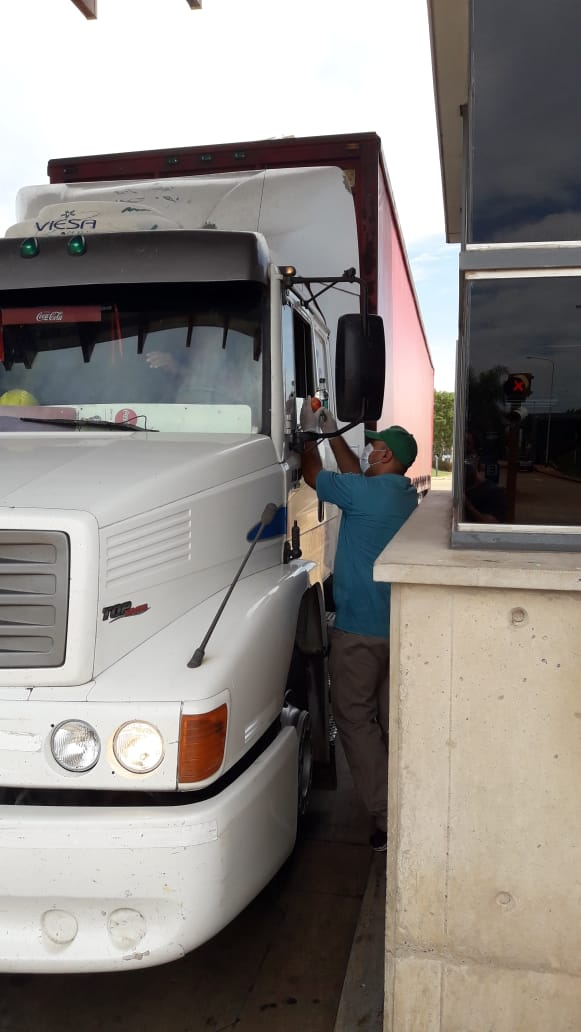 Coronavirus: la odisea que deben enfrentar en las rutas los camioneros que traen los insumos básicos a Misiones