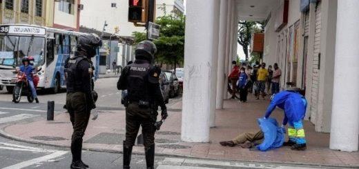 Coronavirus: se viralizó el dramático pedido de un periodista ecuatoriano quien se quiebra ante cámaras por las decenas de muertos en las calles
