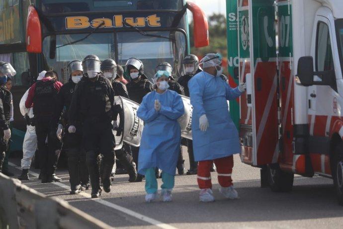 Micro irregular con 62 pasajeros que venía desde La Quiaca desató un fuerte operativo en Buenos Aires