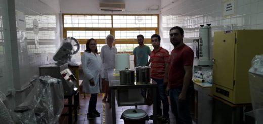 Coronavirus: la UNaM entregó las primeras partidas de alcohol al 70%