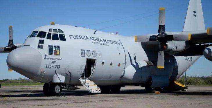 Arribaron a Buenos Aires dos Hércules con 140 argentinos repatriados de Perú