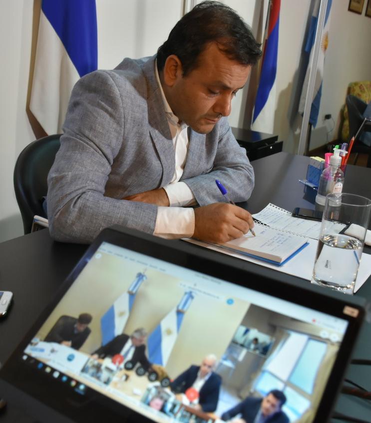 Coronavirus: Alberto Fernández agradeció al gobernador Oscar Herrera Ahuad por conseguir 8 mil camas fabricadas en Misiones