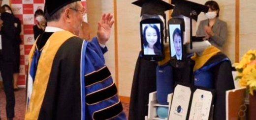 Ceremonias de graduación en tiempos de Coronavirus en Japón: robots y estudiantes vía online