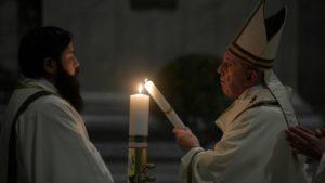 """El Papa Francisco en Vigilia Pascual: """"Ánimo, con Dios nada está perdido"""""""