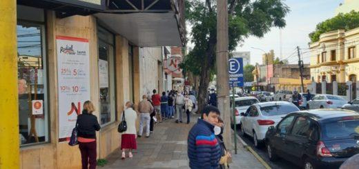 Coronavirus: el lunes inició con las calles posadeñas repletas de gente