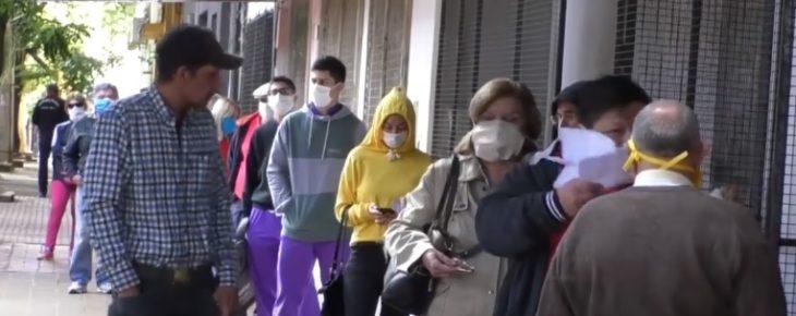Coronavirus: extensas filas en los canales de cobranza para pagar los servicios en Posadas