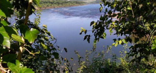 """Roque Soboczinski, intendente de El Soberbio: """"Habrá más controles sobre la frontera por la pesca ilegal y se destruirán todas las canoas o embarcaciones que se detecten sobre la costa del Río Uruguay"""""""