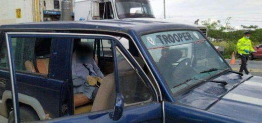 Ecuador: llevaban a un muerto en el auto y lo querían hacer pasar por dormido