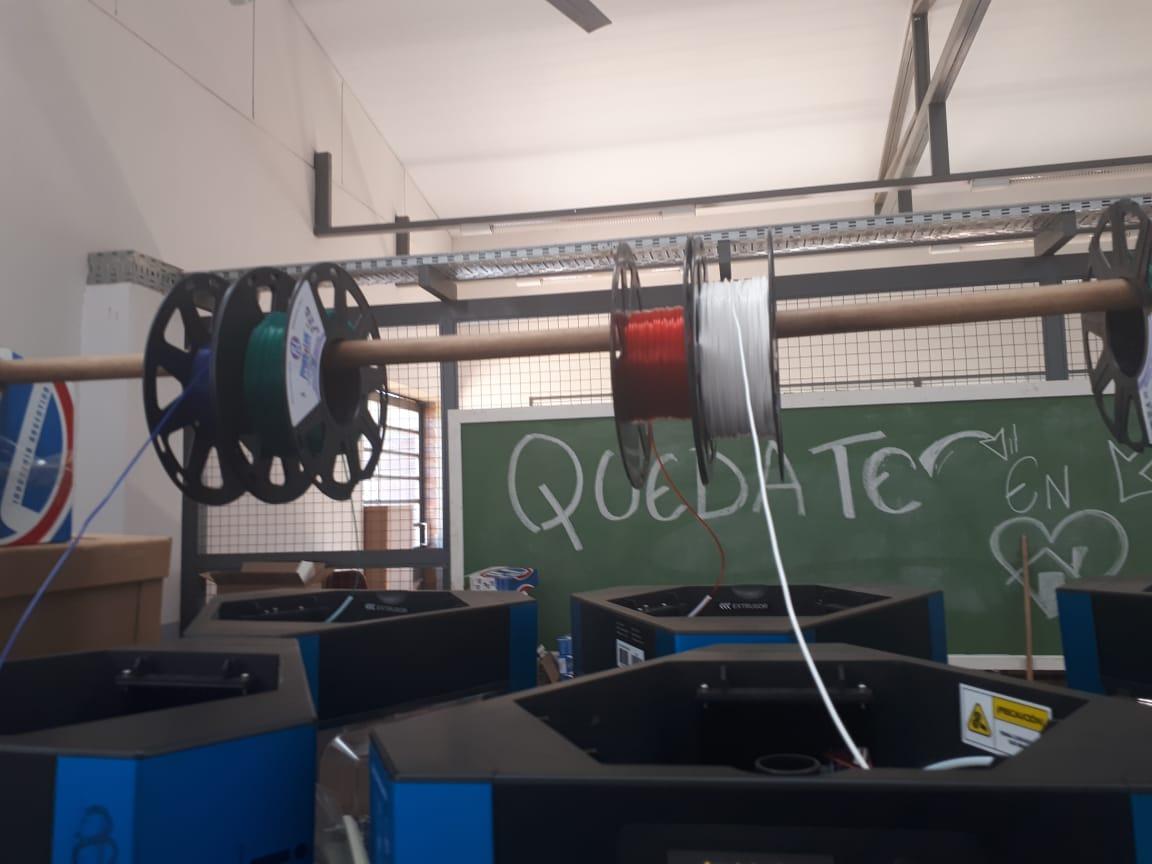 Héroes cotidianos: en la EPET 34 del barrio Itaembe Guazú fabrican máscaras con impresoras 3D