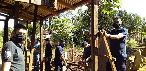 Héroes cotidianos: la comunidad de Capioví se unió en ayuda de una madre y sus siete hijos