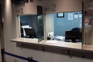 Mas Amoblamientos: mediante la instalación de mamparas de protección comercios y oficinas se adaptan a la emergencia sanitaria