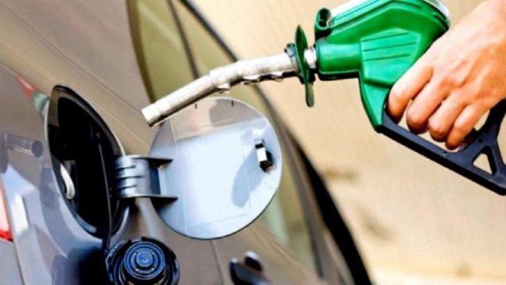 Diferencias de criterio sobre el precio de la nafta en Argentina frente a la baja internacional de la cotización del petróleo