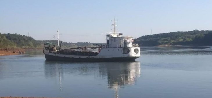 Coronavirus: los seis tripulantes del barco arenero que llegó a Eldorado este jueves permanecerán en cuarentena