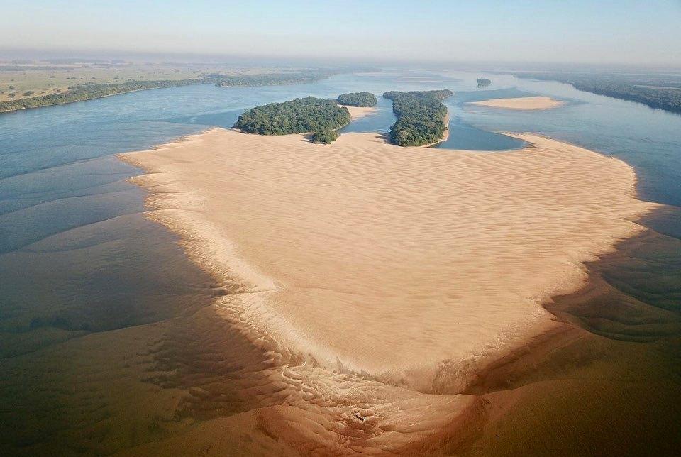 Corrientes: imágenes impactantes de la bajante del río Paraná compartieron desde la asociación de pescadores deportivos del Litoral