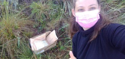 Héroes cotidianos: una maestra rural de Santa Ana imprime tareas y recorre chacras para repartirlas a sus alumnos que no tienen Internet