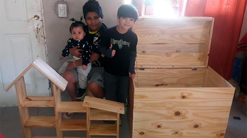 Salta: no tenían trabajo, emprendieron una carpintería e invirtieron en ella el IFE