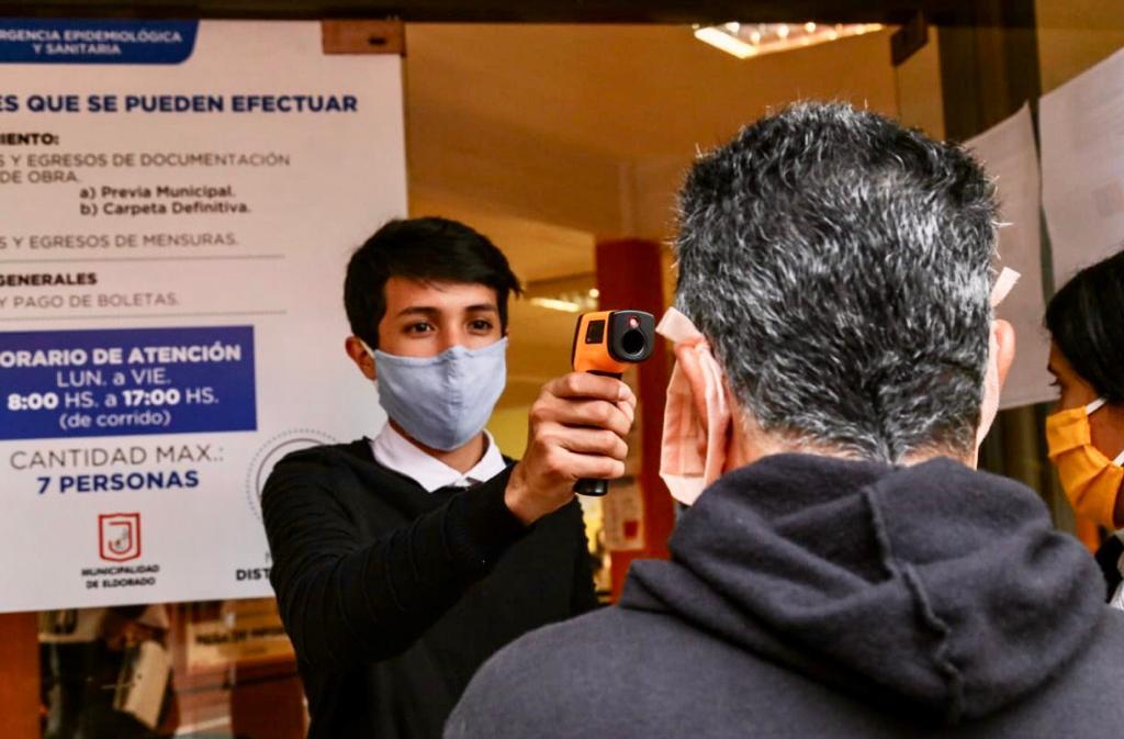 Coronavirus: este martes se incrementó el movimiento en Eldorado y un quinielero llamó la atención con su creatividad