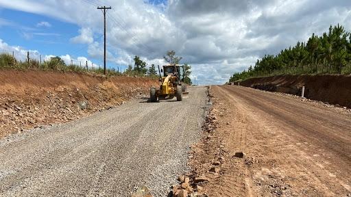 Coronavirus: Vialidad Provincial colabora con los municipios en tareas de desinfección y mantenimiento de caminos vecinales