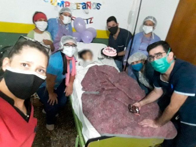 Héroes cotidianos: doctores y enfermeras de San Ignacio realizan emotiva sorpresa de cumpleaños a nena que lucha por su vida