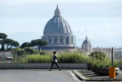 La Basílica de San Pedro reabrirá sus puertas al público este lunes