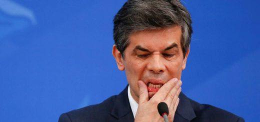 El ministro de Salud de Brasil, Nelson Teich, renunció sin haber cumplido un mes en el cargo