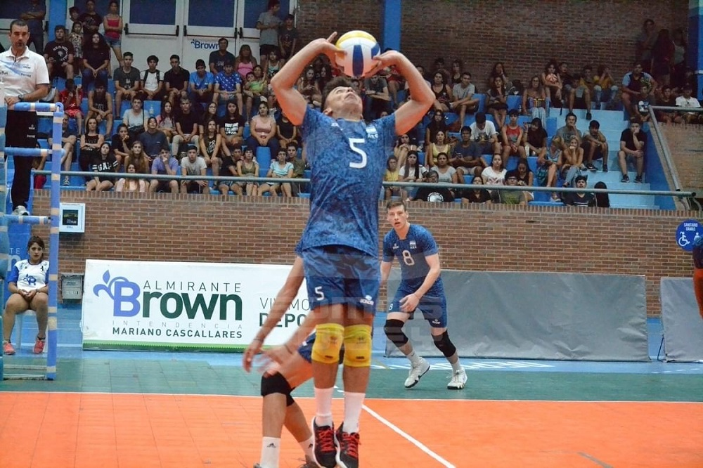Coronavirus: Valentin Monzón continúa entrenando desde casa y se ilusiona con volver a vestir la camiseta de la Selección de Voleibol
