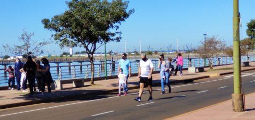 Caminantes inauguran el período de autorizaciones en la Costanera posadeña este domingo fresco y soleado