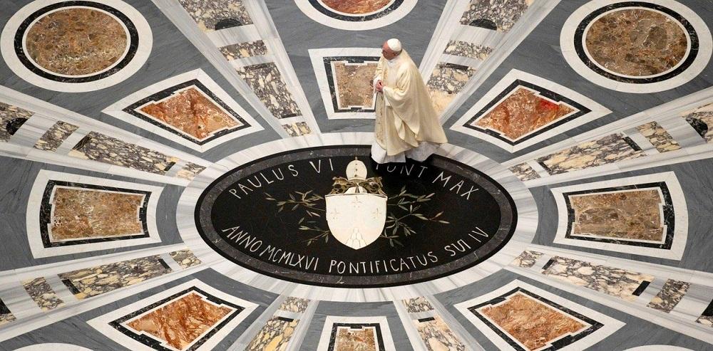Tras dos meses cerrada por el coronavirus, Francisco reabrió al público la Basílica de San Pedro